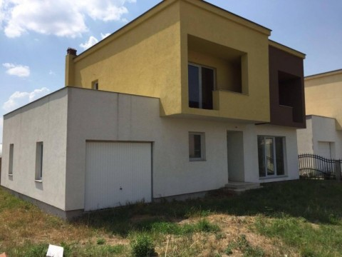 Shes shtepin 240m2 me 2.64ari truall ne Fushe Kosove